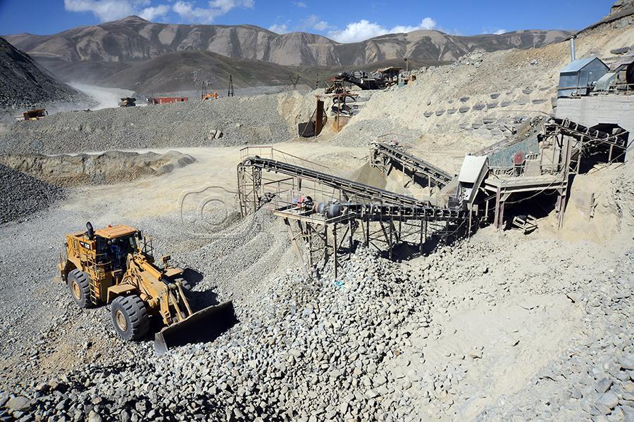 Azerbaijani Troops Enter Largest Armenian Gold Mine