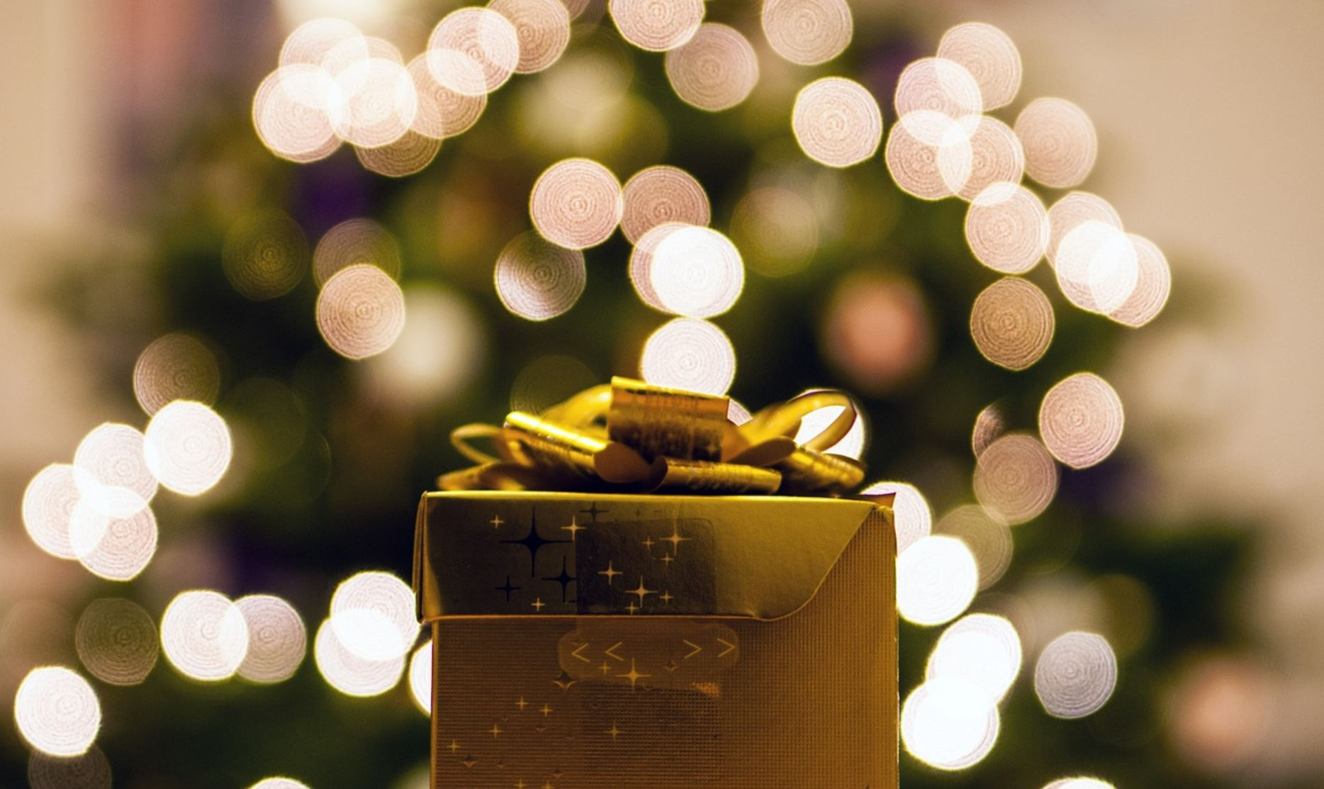 A Very COVID Christmas: Visualizing The Pandemic's Impact On Festive Spending