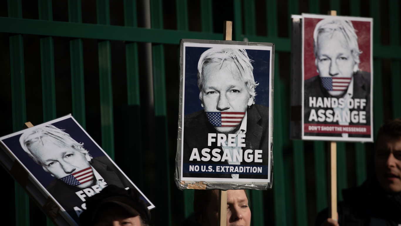 "Top UN Anti-Torture Official Urges Trump to Send Message of ""Justice, Truth, and Humanity"" by Pardoning Julian Assange"